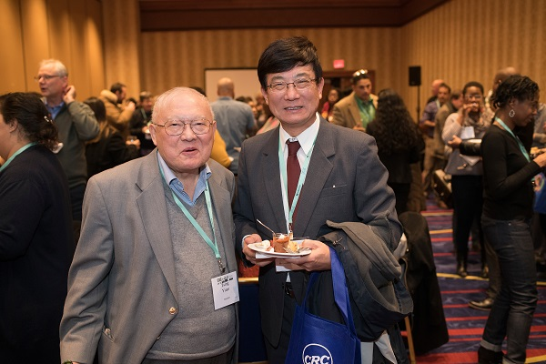 AHA life member Tsing Yuan (left) and Xiansheng Tian (Metropolitan State Coll. of Denver) meet and greet at the Committee on Minority Historians reception.