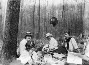 Picnic in the woods 1, ca. 1917 by an unknown photographer. College students in Lakewood, NJ. Added on Flickr by Richard, CC BY 2.0.