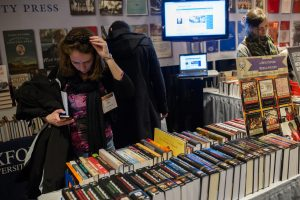 Attendees browse the Oxford University Press booth at the AHA annual meeting in New York. Credit: Marc Monaghan