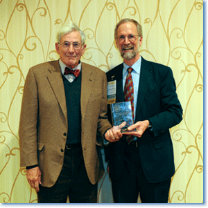 Richard Gilder, recipient of the 2012 Roosevelt-Wilson Award, and 2012 AHA president William Cronon.