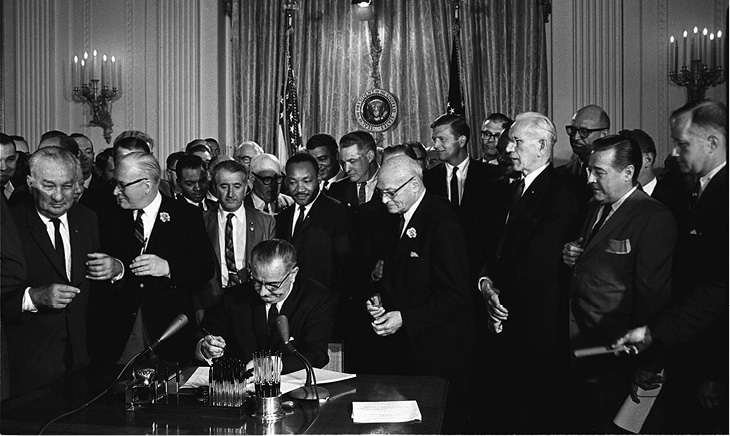 Lyndon_Johnson_signing_Civil_Rights_Act%2c_July_2%2c_1964.tif