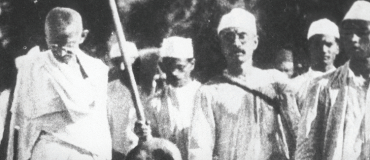 Ghandi during the Salt MArch, March 1930. Yann/Wikimedia Commons.